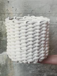 Bilde av Liten strikket kurv